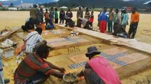 Makam korban penembakan massal di Paniai, Papua, 2014. [Jubi]