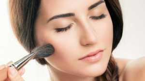 Ilustrasi dandan, pakai makeup. (Sumber: Shutterstock)