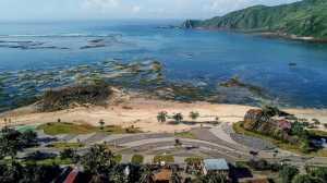 Proyek pengembangan pesisir Mandalika yang diusulkan menjadi lokasi balapan MotoGP Indonesia 2021 di Mandalika, Lombok, Sabtu (23/3). [AFP/Arsyad Ali]