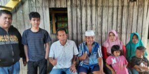 Tim pemenangan pasangan Bakal Calon Bupati dan Wakil Bupati, Andi Ilham Zainuddin-Rismayani Syamsuddin (AIZ-Risma), H Ismail (tengah) saat melakukan sosiasialisasi di masayrakat. (Ist).