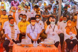Pasangan Bakal Calon Bupati dan Wakil Bupati Kabupaten Pangkep, Andi Ilham Zainuddin dan Rismayani Syamsuddin (AIZ-Risma) mendaftar di Komisi Pemilihan Umum (KPU) Pangkep pada hari terkakhir, Minggu 6 September 2020. (Ist)