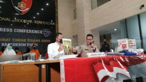 Jumpa pers penangkapan tokoh KAMI di Bareskrim Polri, Kebayoran Baru, Jakarta Selatan, Kamis (15/10/2020). [Suara.com/Yasir]