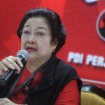 Ketua Umum PDI Perjuangan Megawati Soekarnoputri memberikan keterangan pers usai pengukuhan dirinya sebagai Ketua Umum PDIP periode 2019-2024 dalam Kongres V PDI Perjuangan di Sanur, Denpasar, Bali, Kamis (8/8). [ANTARA FOTO/Fikri Yusuf]