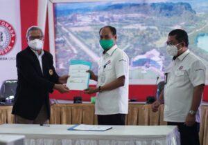 PT Semen Tonasa menjalin kerjasama dengan Fakultas Ekonomi dan Bisnis Universitas Hasanuddin Makassar terkait penyelenggaraan Pendidikan, Penelitian dan Pengabdian Kepada Masyarakat. (Humas ST).