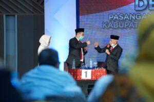 Pasangan calon nomor urut 1 (satu) Bupati dan Wakil Bupati Muhammad Yusran Lalogau dan Syahban Sammana (MYL-SS) dalam debat terakhir di Pilkada Pangkep. (media center MYL-SS).