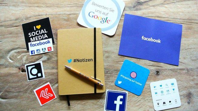 Ilustrasi media sosial, Facebook dan Instagram. [Tanja-Denise Schantz/Pixabay]