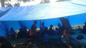 Ribuan warga Desa Onang di Majene mengungsi ke gunung lantaran khawatir terjadi tsunami pascagempa. (antara)