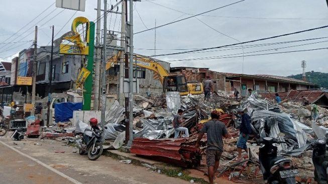 Ilustrasi-- Kondisi bangunan di Kota Mamuju setelah diguncang gempa, Jumat (22/01/2021). [ANTARA/M Faisal Hanapi]