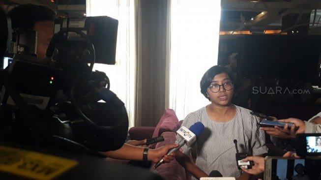 YLBHI: Banyak Orang Ditangkap dengan Siar Kebencian Asfinawati Ketua YLHI di D'Consulate, Jalan Wahid Hasyim, Jakarta, Sabtu (5/10/2019). [Suara.com/Ummi Hadyah Saleh]