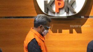 Gubernur Sulawesi Selatan, Nurdin Abdullah dihadirkan saat Konferensi pers terkait penetapannya sebagai tersangka di Gedung KPK, Jakarta Selatan, Minggu (28/2/2021). [Suara.com/Alfian Winanto]