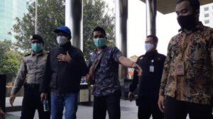 Gubernur Sulsel Nurdin Abdullah tiba di Gedung KPK. (Suara.com/Yaumal)