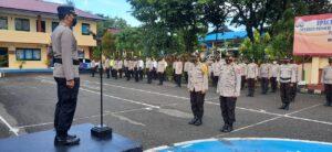 Kapolres Pangkep memimpin upacara kenaikan pangkat pengadian anggota polisi Polres Pangkep.(Humas Polres Pangkep).