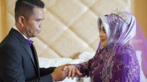 Bau Tenri Abeng (31 tahun) menikah dengan Raja Muhammad Hasbi (47 tahun) dengan mahar dua keping bitcoin. Setara Rp 1,6 miliar / [SuaraSulsel.id / Dokumentasi Bau Tenri]