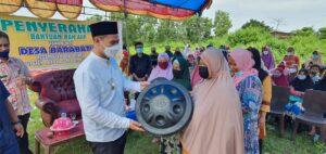 Pemerintah Kabupaten Pangkajene dan Kepulauan, salurkan 243 Bak air isi 600 liter, penyaluran tersebut di lakukan di Desa Bara Batu, tersebar di tiga dusun, Kamis 8 April 2021.(Ist).
