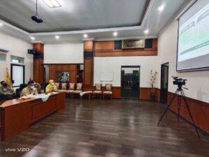 Bupati Pangkep Muhammad Yusran Lalogu (MYL) dan Forum Komunikasi Pimpinan Daerah (Forkopimda) Kabupaten Pangkep mengikuti rapat koordinasi bersama Presiden Joko Widodo dan 185 Kepala Daerah yang telah mengikuti Pilkada tahun 2020. (Ist).