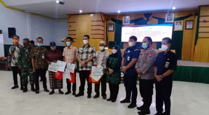 Bupati Pangkep Muhammad Yusran Lalogau (MYL) menuturkan terima kasih kepada masyarakat yang telah merelakan tanahnya untuk pembanguan jalur kereta api Makassar-Pare Pare..(Ist).